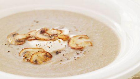 Rețetă: Supă cremă de ciuperci, așa cum o găsești la cele mai bune restaurante. Care e ingredientul surpriză