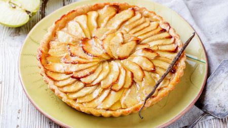 Cea mai delicioasă tartă cu mere din lume! Reteta este simpla si are un element surpriză