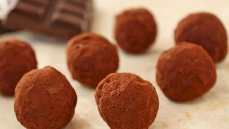 Rețeta pentru cele mai delicioase trufe de ciocolată. Se pot face acasă foarte simplu. Veți deveni dependenți de ele