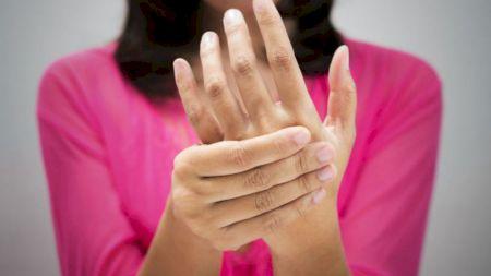 Vă amorțesc mâinile? Cele mai des întâlnire cauze și un sfat important: Trebuie să ajungeți de urgență la medic