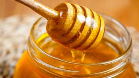 Care este cea mai sănătoasă miere din lume? Studiile au arătat clar: mierea de salcâm românească, cea de albine sau mierea de Manuka?