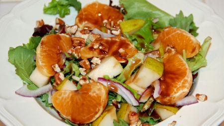 Rețeta pentru cele mai fine gusturi: salata surpriză! Conține o serie de ingrediente care combinate sunt un deliciu