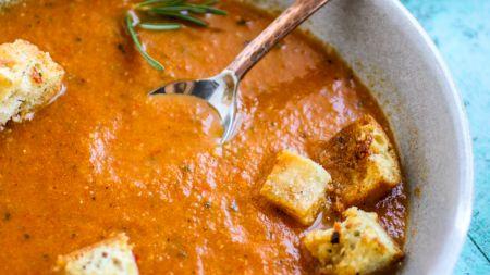 Rețeta pentru cea mai răcoroasă supă de legume! Se prepară la rece și nu ai nevoie de aragaz
