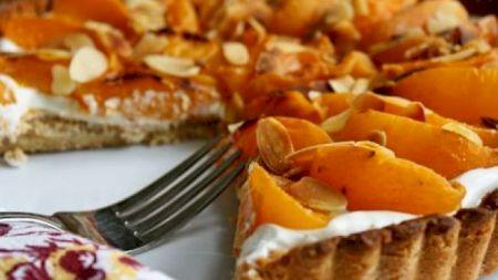 Cea mai delicioasă tartă cu caise are o rețetă minune! Care este secretul marilor bucătari