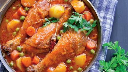 Rețeta secretă a marilor bucătari. Cum prepară cea mai delicioasă tocăniță de mazăre cu pui. Este pur și simplu un deliciu