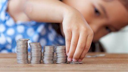 Guvernul a decis! Cresc alocațiile de la 1 septembrie: Câți bani vor primi cei mici