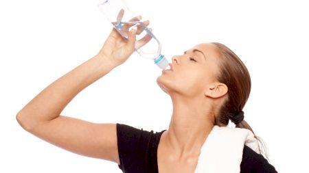 Dieta cu apă: Cum scapi de kilogramele în plus cu ajutorul apei? Iată cum trebuie să o consumi