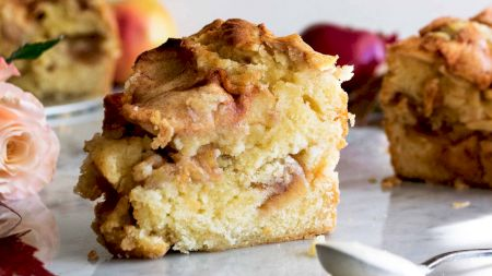 Cea mai fragedă prăjitură dulce-acrișoară. Rețeta pentru iubitorii de inedit. Se topește în gură