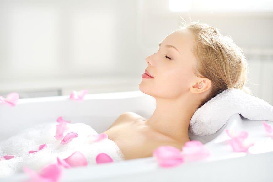 O nouă utilizare extraordinară pentru bicarbonatul de sodiu: Puneți în cadă, înainte de baie. Ce efecte miraculoase are