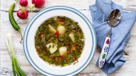 Borș de cartofi cu leuștean: O rețetă răcoritoare, plină de aromele grădinii. Care este secretul rețetei originale?