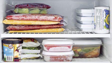 Mare atenție: Nu mai congela niciodată aceste alimente. Avertismentul specialiștilor