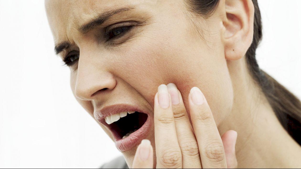 Scapă rapid de durerile de dinți! Top 5 cele mai eficiente remedii naturale