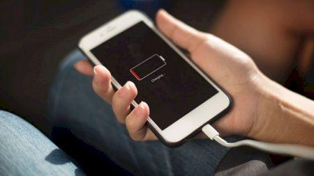 Cum încarci telefonul în mod corect? Evită aceste greșeli ca să-i prelungești durata de viață