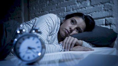 Suferi de insomnie? Iată la ce alimente trebuie să renunți, pentru a avea un somn liniștit