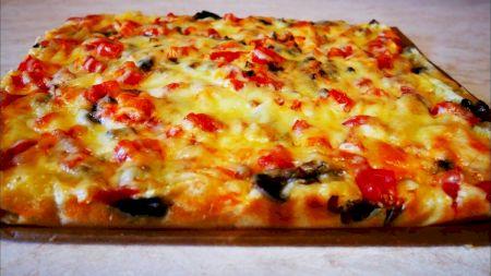 Rețeta pentru pizza fără blat. E mai delicioasă decât crezi. Cum o prepari în doar câteva minute