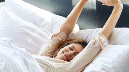 Sfatul specialiștilor: Slăbește în timp ce dormi. Este extrem de simplu! Iată ce trebuie să faci înainte de a te băga la somn