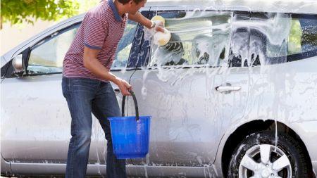 Nu mai face aceste lucruri când îți speli masina! Greșelile pe care toți șoferii le fac: Îți ve distruge mașina