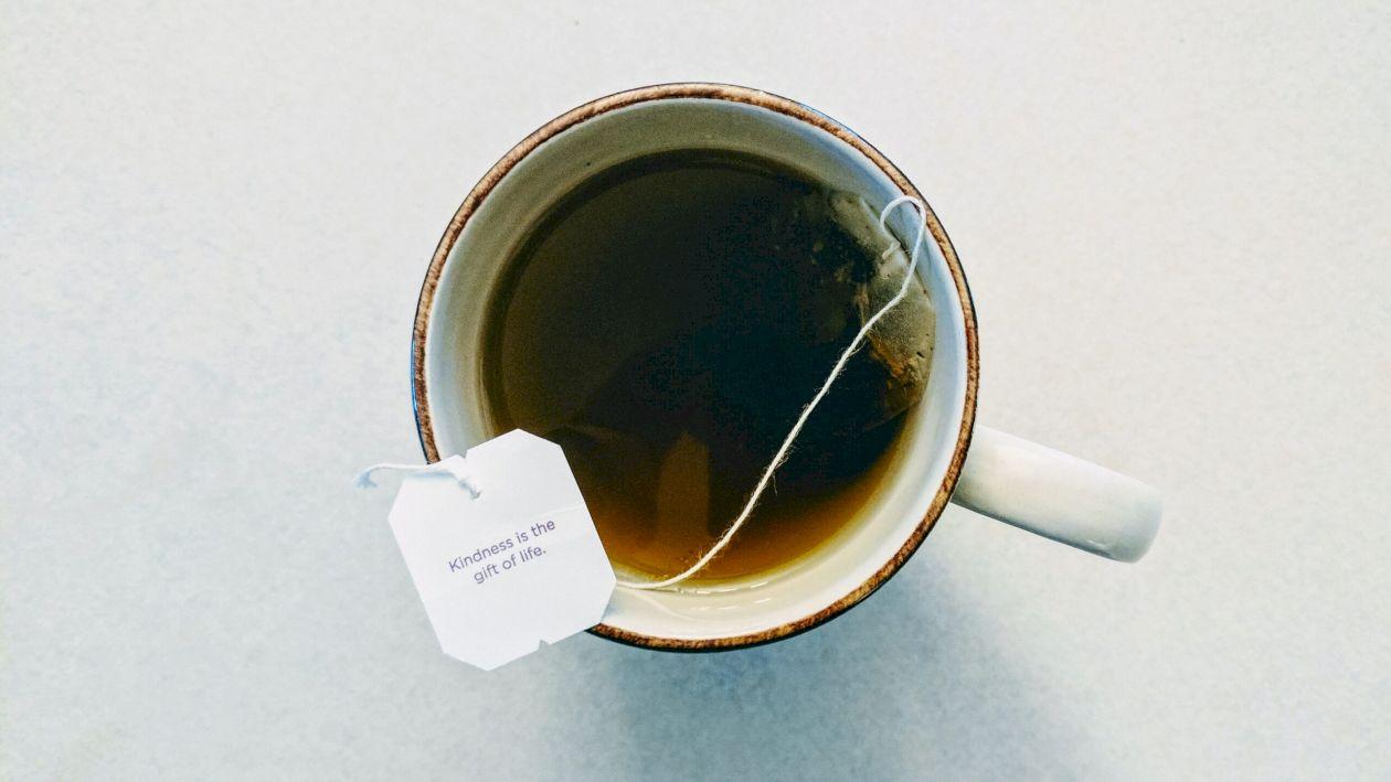 Cel mai periculos ceai. Planta care poate declanșa boli grave. Toți îl folosim în diete