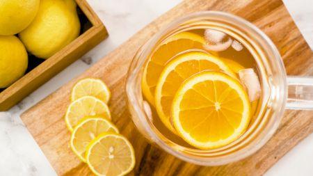 Dieta minune cu ceaiul de lamaie. Iti detoxifica organismul si slabesti. Cate cani trebuie sa beti pe zi si cum se prepara