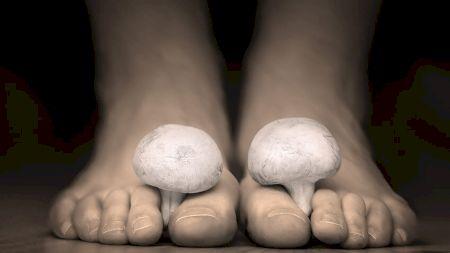 70% dintre români au probleme cu infectarea unghiilor. Învață să prepari acasă amestecul natural care te scapă de infecție în câteva ore