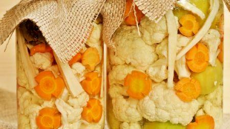 Rețetă: Conopidă murată în saramură. Cea mai sănătoasă și delicioasă rețetă de murături. Care e secretul?