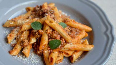 Rețeta zilei: Paste cu carne tocată și sos de roșii: Cea mai delicioasă rețetă dezvăluită de un bucătar italian