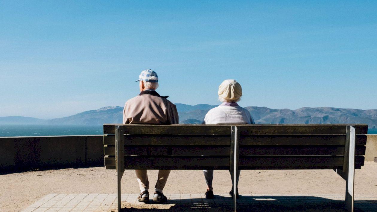 Se schimbă vârsta de pensionare. Se modifică iar Legea Pensiilor. Cine poate ieși la pensie cu 15 ani mai devreme