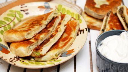 Rețetă: Delicioasele plăcinte cu brânză și mărar. Vezi cât de simplu se prepară