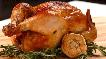 Rețetă: Cel mai bun pui întreg la cuptor! Rețetă cu unt și ierburi aromate
