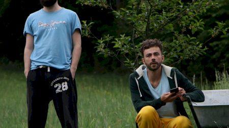 Bravo lor! Doi tineri antreprenori vând brățări  pentru a planta 1 milion de copaci în România