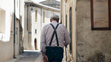 Jenant și trist! Ce pensie încasează astăzi un fost agricultor în România. A cotizat ca și un pensionar special, dar diferența este enormă