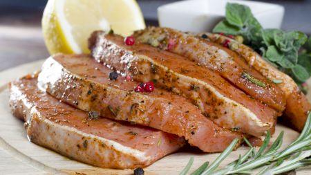 Rețetă: Cea mai bună marinată pentru frăgezirea cărnii de porc: Iată care e ingredientul surpriză. Secretul celebrului bucătar Jamie Oliver:
