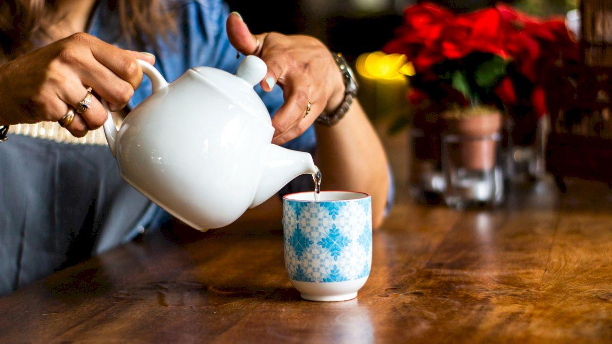 Ceaiul care te scapă rapid de durerea de cap. Poate înlocui medicamentele și este extrem de eficient