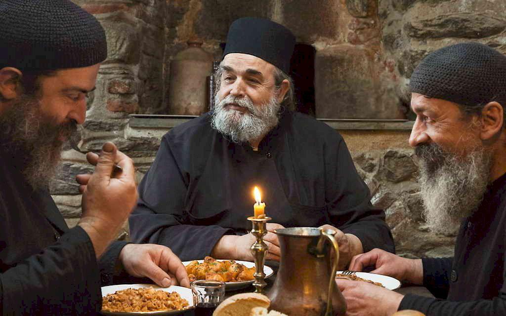 Dieta care întrece orice așteptări: Dieta călugărului grec. Te scapă de până la 10 kilograme într-un timp scurt