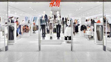 EXCLUSIV! Jenant! Ce salariu câștigă un manager la H&M și ce trebuie să facă pentru această sumă. E bătaie de joc