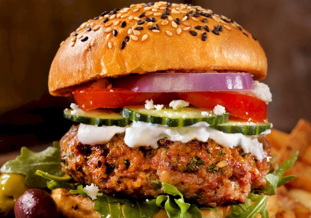 Cel mai delicios hamburger. Rețeta marilor bucătari.  E mai sănătos și îl poți prepara, singur, acasă