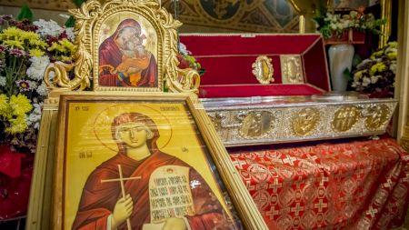 Ce este interzis să faci astăzi. Mii de români încalcă tradiția.Este cruce rosie: 14 octombrie, Sfânta Parascheva
