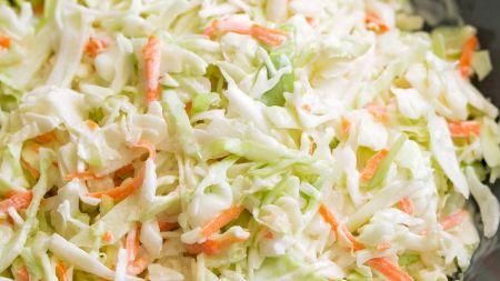 Rețeta corectă pentru salata de varză. Cum o prepari pentru a te bucura de un gust deosebit