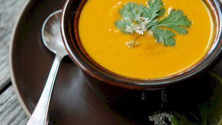 Consumă o supă în fiecare zi! Iată ce se întâmplă în organsimul tău dacă faci acest lucru. Mare atenție la ingrediente