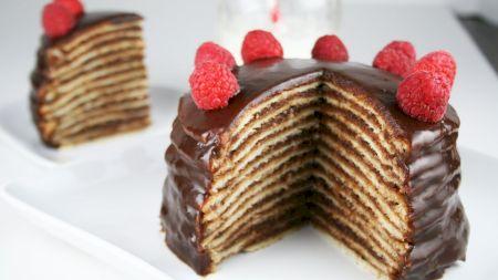 Cel mai delicios tort de clătite. E plin de ciocolată. Rețeta pe care trebuie neapărat să o încerci