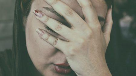 Cele cinci semne de pe chipul tău care îți indică posibile boli de care ai putea suferi! Ce înseamnă dacă ai ochii apoși și pielea transparentă în jurul lor