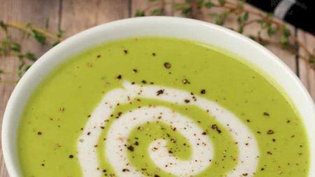 Rețeta perfectă pentru supa de dovlecel. E delicioasă, sănătoasă și îți dă refresh la tot organismul