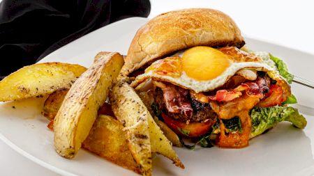 Rețeta celor mai apetisanți cartofi. Au două ingrediente secrete care le dau un gust divin! Încercați această variantă