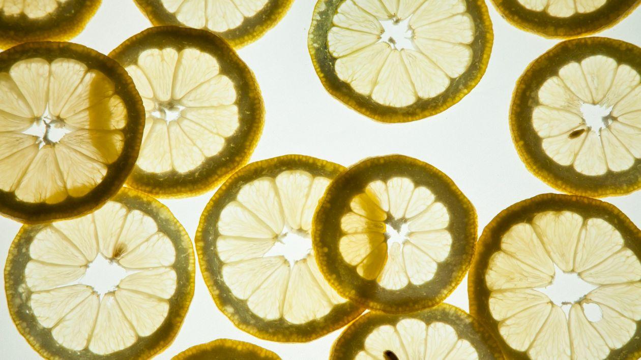 Când devine Vitamina C un pericol? Iată ce se întâmplă în organismul tău dacă o consumi prea așa