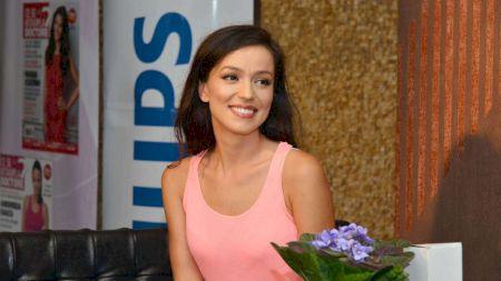 Un fotbalist celebru, îndrăgostit de Olivia Steer: Între două scandaluri, soția lui Andi Moisescu reușește să frângă inimi