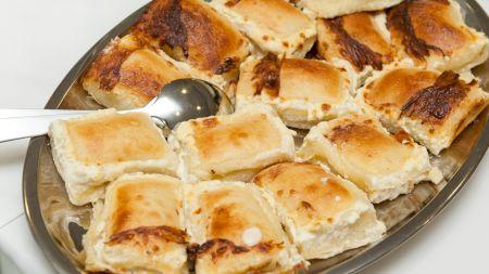 Cea mai delicioasă plăcintă cu brânză. Rețeta croată. Care este ingredientul secret