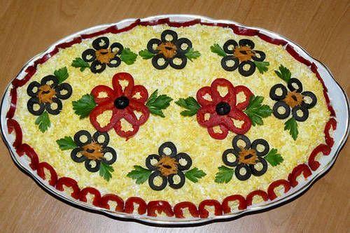 Care este rețeta originală a celebrei salate de boeuf. A fost inventată de Lucien Olivier și ținută secretă mult timp. Ce au schimbat românii la ea