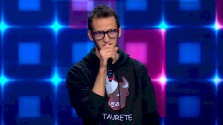 Cum se manifestă sindromul Tourette, boala năucitoare de care suferă câștigătorul Iumor, Andrei Ungureanu