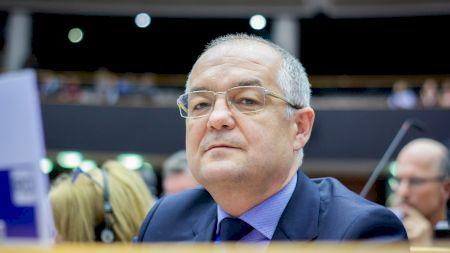 Emil Boc rupe tăcerea! Președintele Klaus Iohannis făcut knock out. Dezvăluiri în premieră