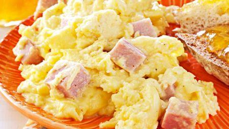 Nu combina oul cu acest aliment. Este ca o bombă cu ceas pentru organism. Îngrașă și îngreunează mult digestia